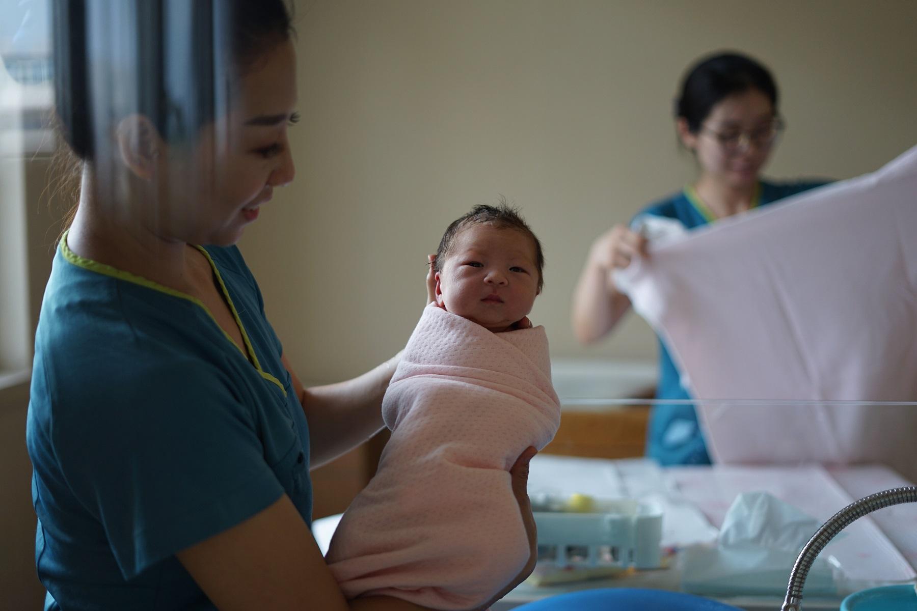 nurses share about their COVID-19 pregnancies